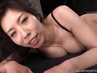 Busty Japanese mature MILF Kuwata Minori receives two cocks at once