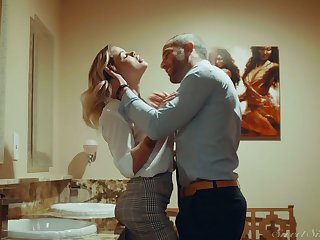 Gilded hottie Jessa Rhodes is having crazy quickie with her BF in satisfy a experience