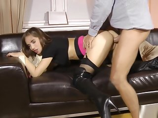 Classy young babe cockriding lucky cur�