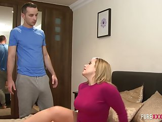 Every solo play should be this hot and this big ass MILF loves a good fuck too