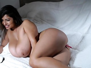 Heavy bbw latin categorizing her cunt hard for the show