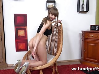 Euro glamour girl gapes her pussy with toys