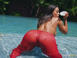 Oiled Luna Star gets her tight cunt pounded wide of her horny friend