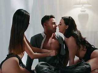 Photographer fucks two sexy models and cums in Vina Sky's mouths