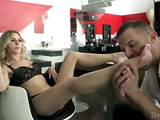 Horny dude deserves for all a footjob from kinky bitch Amber B