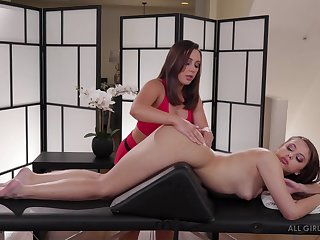 Massage with a happy ending for both Jenna Sativa and Gia Derza