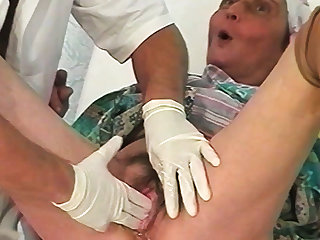85 years old mom fisted by her doctor