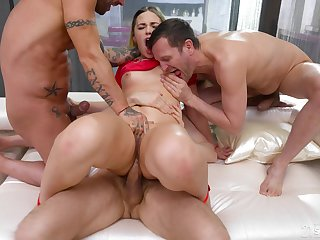 Rough anal for the chunky ass hottie in scenes of group XXX