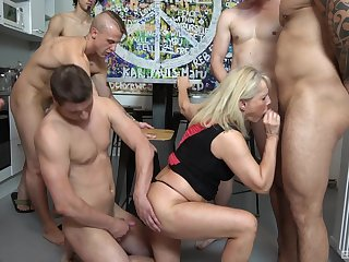 Gangbang perfection with a full-grown addicted relative to dicks