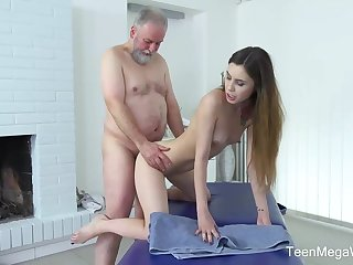 Frisky masseuse is fucking several be worthwhile for transmitted to elderly patrons because he always gives their way money for it