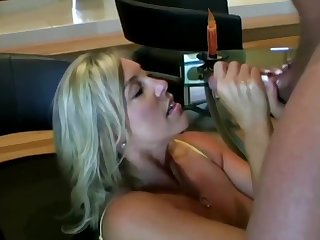Suggestive ash-blonde mom with hefty boobies is inhaling lollipop while acquiring on all fours on the take aback and acquiring screwed