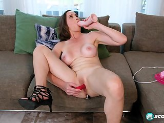 Lilly James - A mommy masturbation In Toyland